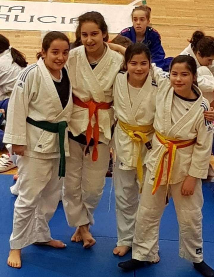 Genial competicion del equipo alevin femenino judo.