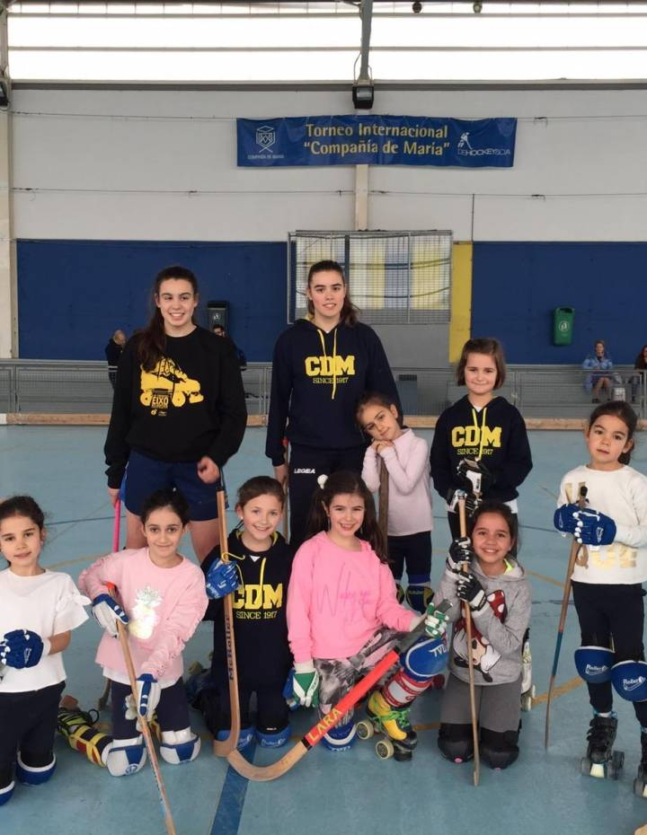 ESCUELA FEMENINA HOCKEY PATINES